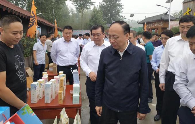 热烈欢迎亳州市委书记汪一光调研谯城区花茶孵化基地!